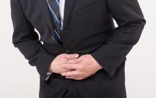 胃痛を起こすサラリーマン