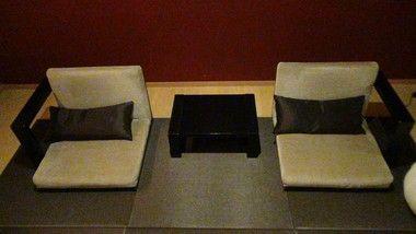 エクシブ有馬離宮和モダンルームの和室の座椅子