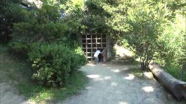 忍者牢屋に入る子供